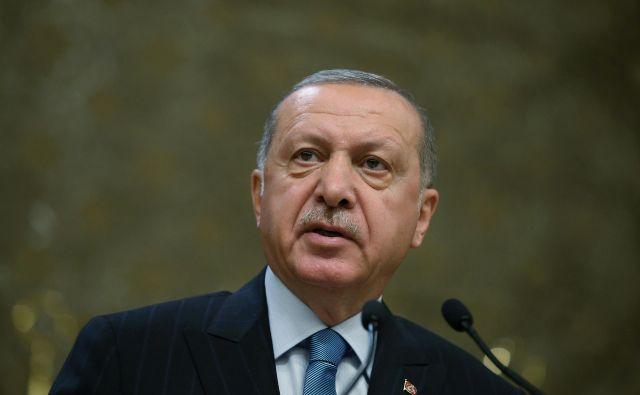 Turški predsednik Recep Tayyip Erdoğan je po pričakovanjih pozdravil sporno odločitev volilne komisije.