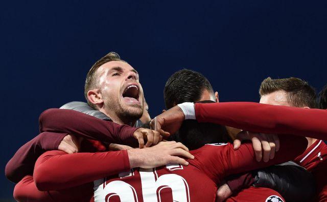 Nogomet je moštveni šport, v katerem lahko najboljši posameznik le občasno preseže moč odličnega kolektiva. FOTO: Paul Ellis/AFP