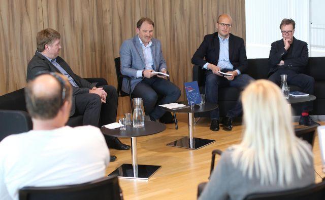 V razpravi so sodelovali (z leve): Rok Svetlič, voditelj Gorazd Justinek, avtor knjige Jernej Letnar Černič in Jan Zobec. FOTO: Tomi Lombar/Delo