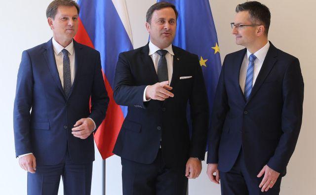 Zunanji minister Miro Cerar z dvema premieroma: Xavierjem Bettelom in Marjanom Šarcem. FOTO: Tomi Lombar