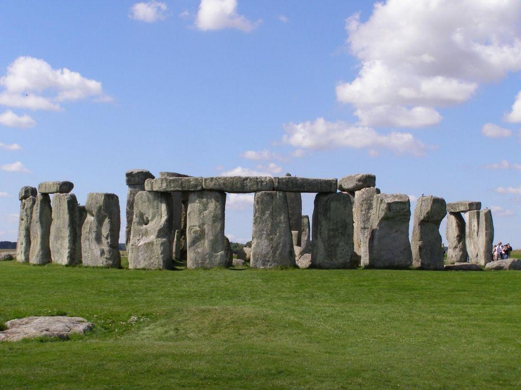 Na svoj rojstni dan vrnil ukradeni kos Stonehengea