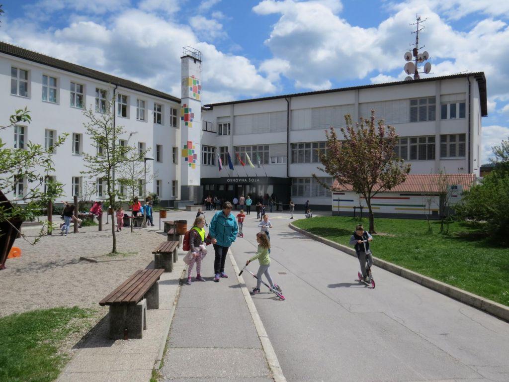 FOTO:Gnečo v logaški šoli bo zmanjšal prizidek