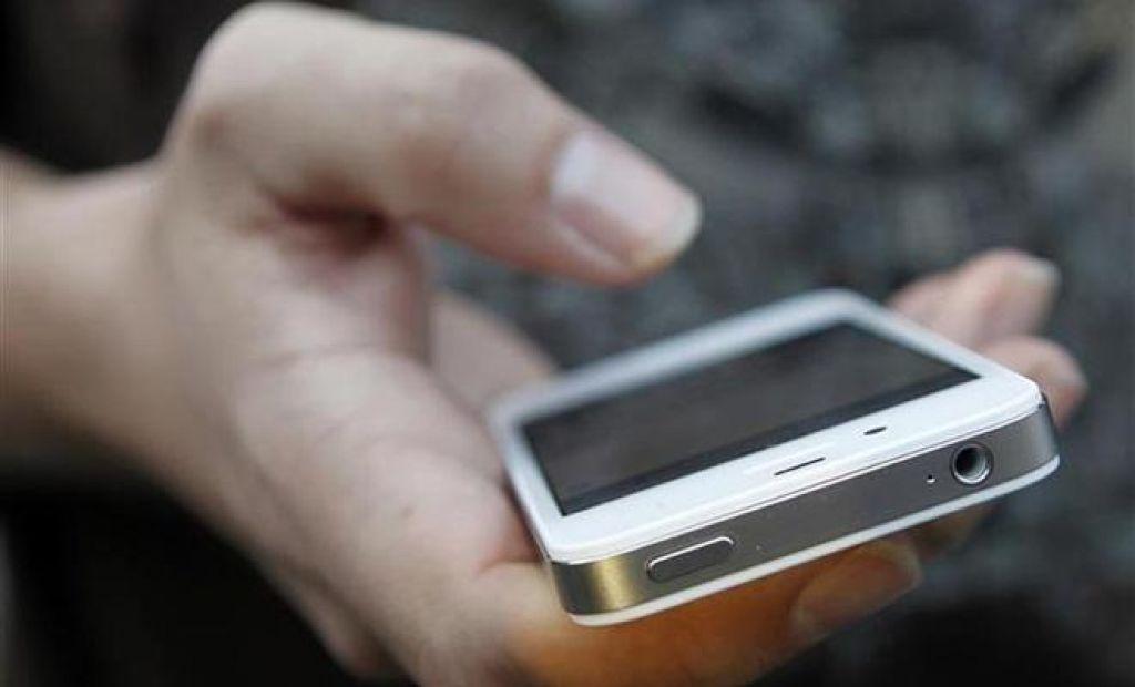 Pametni telefoni in dolgi delavniki krivi za stres