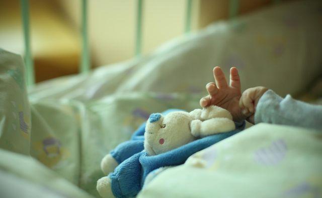 Razmere v intenzivni terapiji postajajo za otroke iz dneva v dan bolj negotove. FOTO: Jure Eržen/Delo