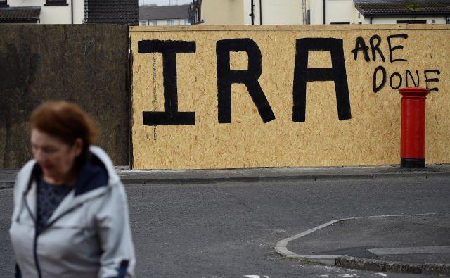 Umor novinarke je obudil spomine na tri desetletja nasilja na Severnem Irskem. FOTO: Clodagh Kilcoyne/Reuters