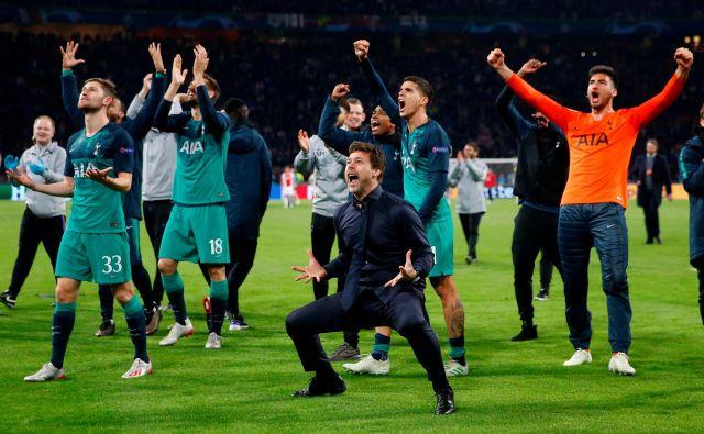 Trener Mauricio Pochettino in igralci Tottenhama so bili zaradi amsterdamskega čudeža v ekstazi. FOTO: Reuters