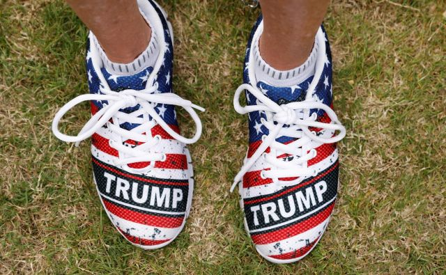 "A supporter sports ""Trump"" monogrammed shoes while waiting for the arrival of U.S. President Donald Trump during a campaign rally in Panama City, Florida, U.S., May 8, 2019. REUTERS/Kevin Lamarque TPX IMAGES OF THE DAY Foto Kevin Lamarque Reuters"