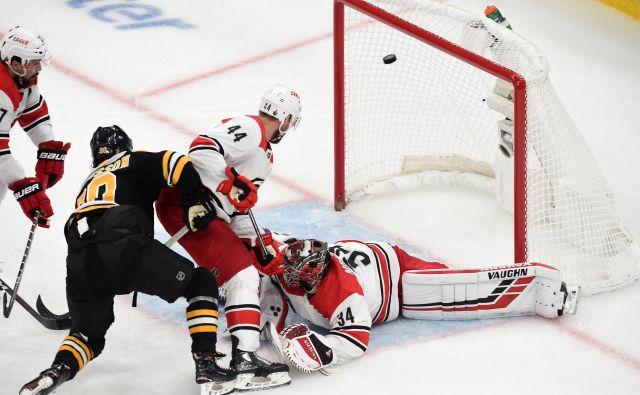 Hokejistom Bostona se je odprlo šele v zadnji tretjini. FOTO: Reuters