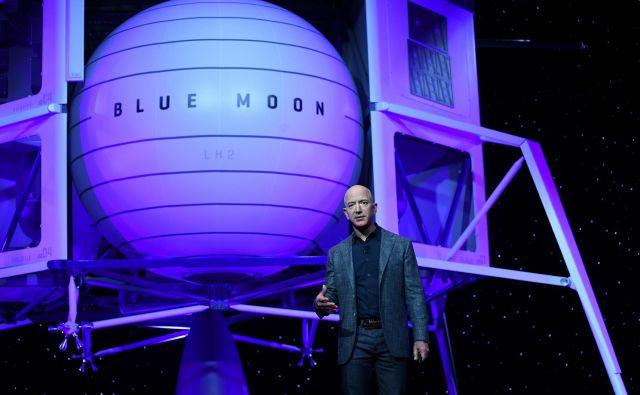 Kdaj bo plovilo Blue Moon prvič obiskalo Luno, Bezos ni napovedal. FOTO: Clodagh Kilcoyne/Reuters