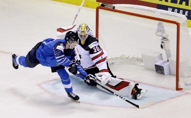 Mladi Finec Kaapo Kakko je zabil prvi (na fotografiji) in tretji gol v mrežo Kanadčanov. FOTO: Reuters