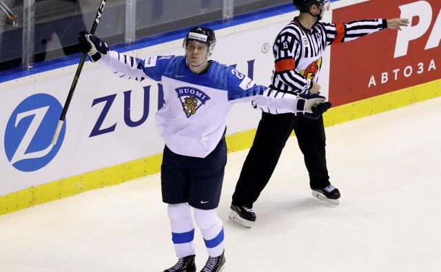 Finski najstnik Kaapo Kakko je uvodni junak svetovnega prvenstva na Slovaškem. FOTO Reuters