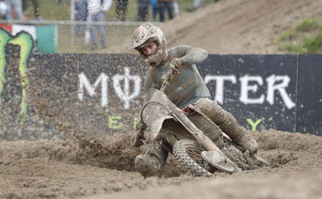 Dirko v Mantovi je zaznamovalo blato, s katerim se je bilo težko kosati. Tim Gajser je želel nagraditi navijače s stopničkami, a se mu ni izšlo. Kljub težavam je imel najhitrejši krog v obeh vožnjah. FOTO: Leon Vidic/Delo