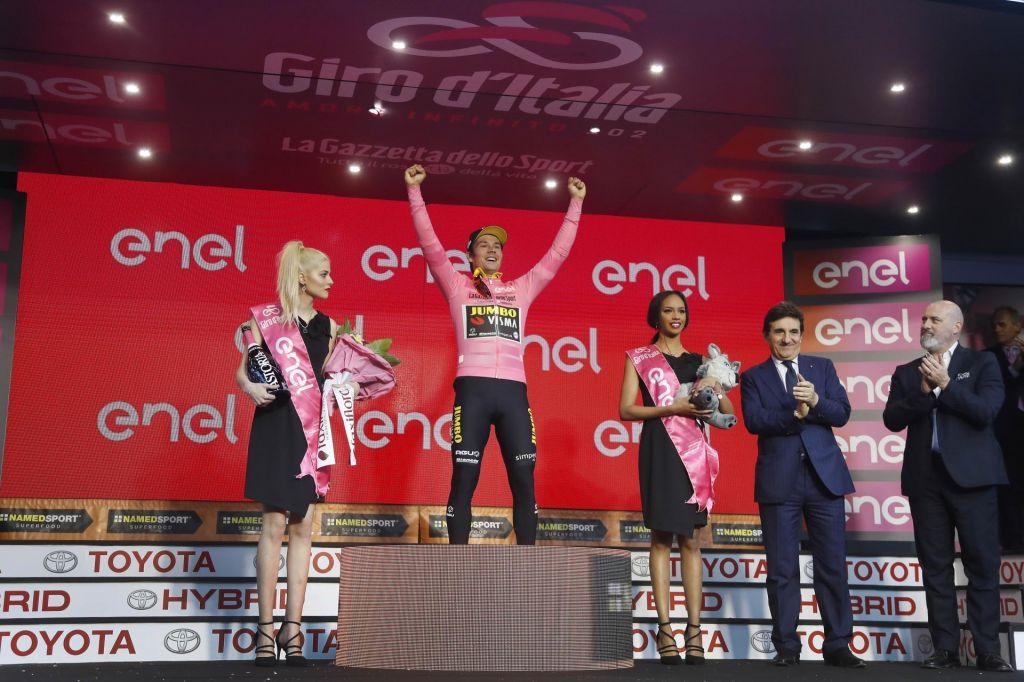 FOTO:Primož Roglič razred zase in je prvi Slovenec v rožnati majici!