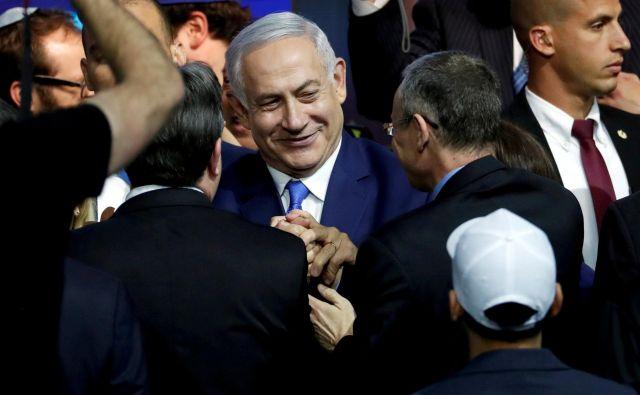 »Tako kot v preteklih primerih oblikovanja vlade nameravam predsednika prositi za podaljšanje,« je dejal Netanjahu ob začetku seje vlade. FOTO: Reuters