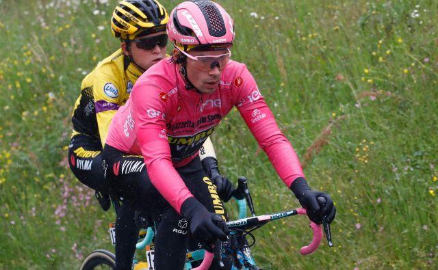 Primož Roglič med drugo etapo dirke po Italiji. FOTO: AFP