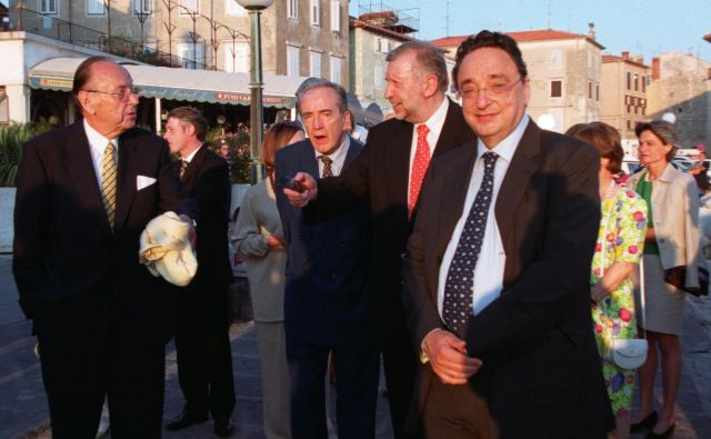Gianni De Michelis se je leta 2001 v Piranu udeležil slovesnosti ob dnevu državnosti. Za njim takratni zunanji minister Dimitrij Rupel. Foto: Voranc Vogel
