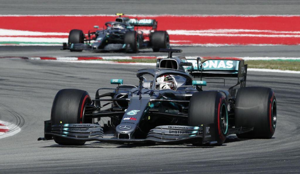 Hamiltonu dirka v Barceloni in vodstvo v SP