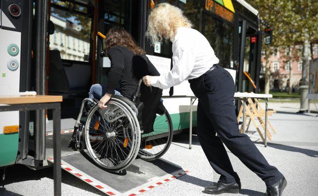 Povprečno je LPP naštel več kot 400 vstopov ljudi z oviranostmi na dan. FOTO Uroš Hočevar/Delo
