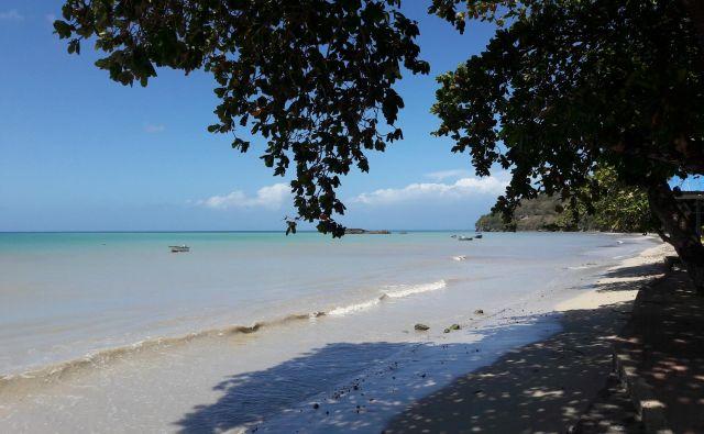 Plaža v vasi South West Bay je tipična karibska. FOTO: Marko Jenšterle