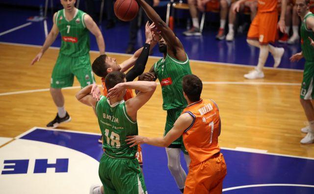 Stožiški košarkarji so zanesljivo osvojili Domžale. FOTO: Petrol Olimpija