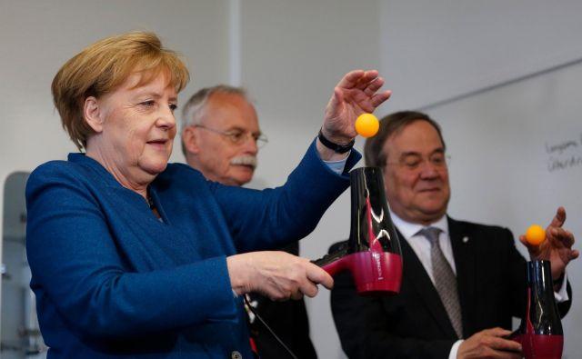 Morali bi se zavedati, da prihodnost Slovenije temelji na družbi znanja, odličnosti, odgovornosti, poštenju, mednarodnem sodelovanju in svobodi, kot je zapisala nemška kanclerka dr. Angela Merkel, naravoslovka z doktoratom iz kvantne kemije. Ponavljam, naravoslovka, ki razume pomen znanosti za gospodarsko rast in razvoj! FOTO: AFP