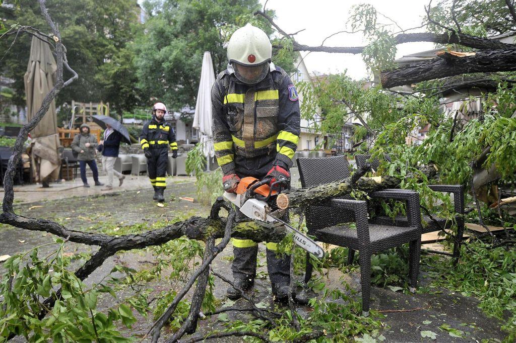 V Zagrebu danes več kot 700 intervencij gasilcev in drugih komunalnih služb