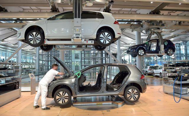 Volkswagen namerava kot prvi nemški avtomobilski proizvajalec postaviti svojo tovarno baterij za električna vozila. FOTO: Reuters