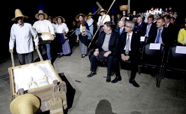 Na prvih Dnevih medgeneracijskega sožitja na Gospodarskem razstavišču so nastopile folklorne in pevske skupine. Foto Roman Šipić