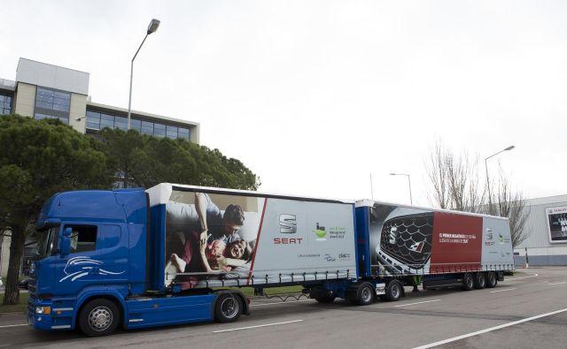 V Španiji že vozijo »megatovornjaki«, ki so daljši od 25 metrov. Foto Scania