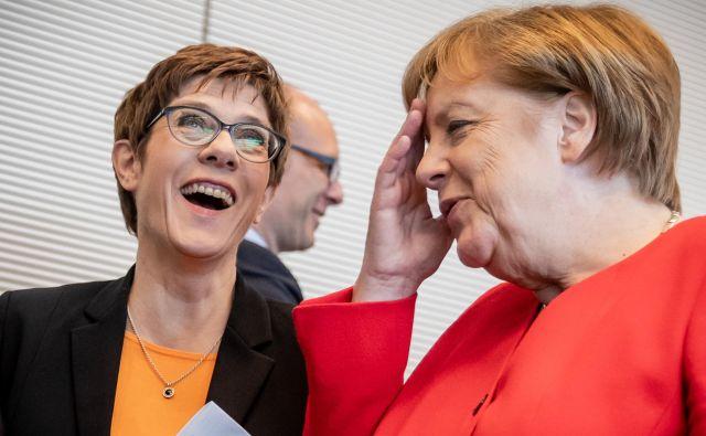 Predsednica največje nemške stranke CDU Annegret Kramp-Karrenbauer bi ob slabih volilnih rezultatih stranke lahko naletela na nepremostljive ovire pri naskoku na kanclersko palačo, v kateri sedi njena mentorica Angela Merkel. FOTO: AFP