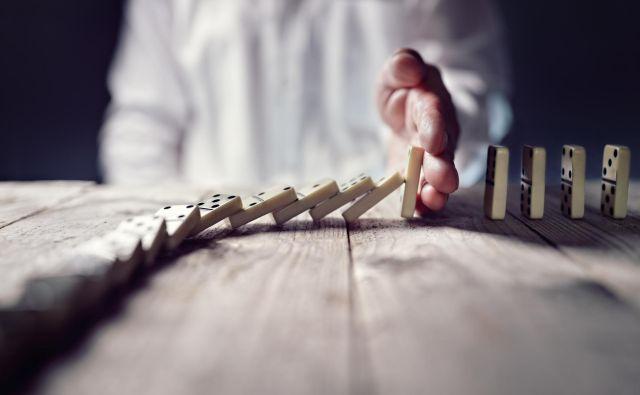 Kaj ima minimalna plača z dominami? FOTO: Shutterstock