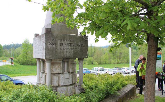 Spomenik na Rašici, posvečen Primožu Trubarju.