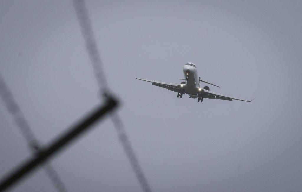 Gorenjski župani pozivajo k zmanjšanju letalskega hrupa