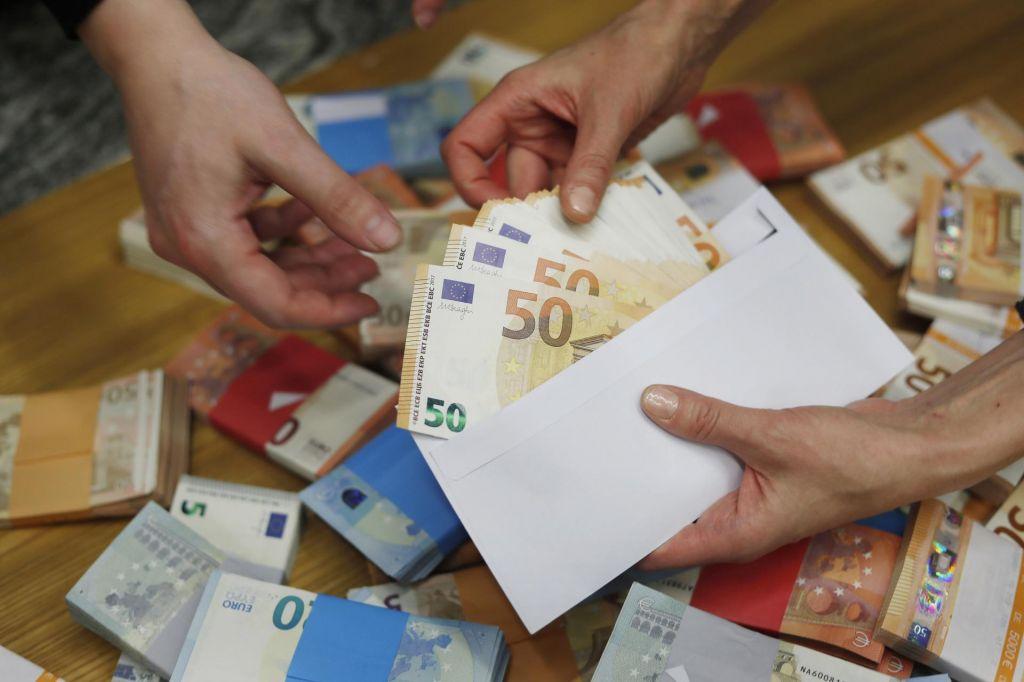 FOTO:Slovenci sedimo na milijardah evrov prihrankov