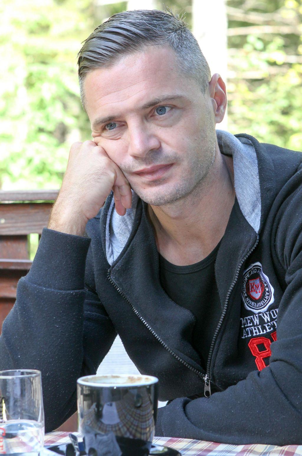 FOTO:Damir Skomina: Nepremičninski agent, ki jes strastjo do nogometa okužil tudi sinova