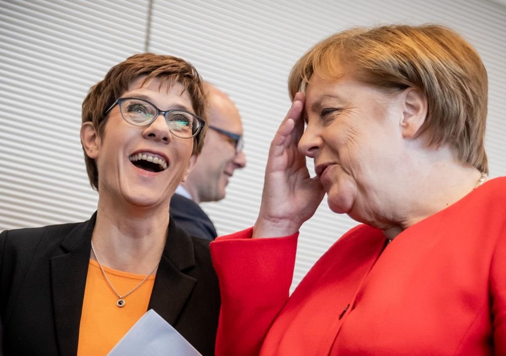 Nevarna razmerja med Angelo Merkel in AKK