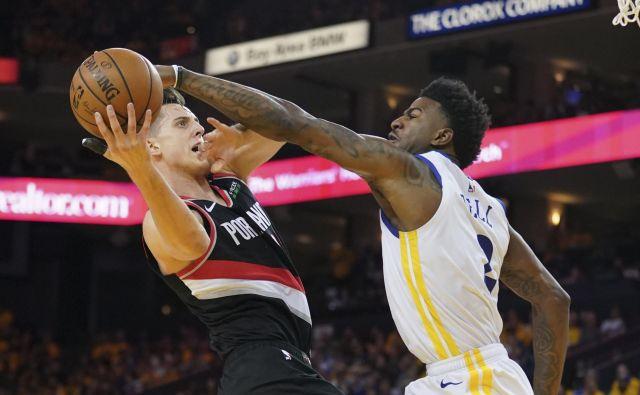Jordan Bell in Golden State so ustavili košarkarje Portlanda. FOTO: Reuters