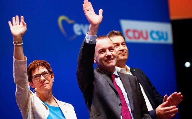 Pot Manfreda Webra (v sredini) na na čelo komisije je negotova. FOTO: Reuters