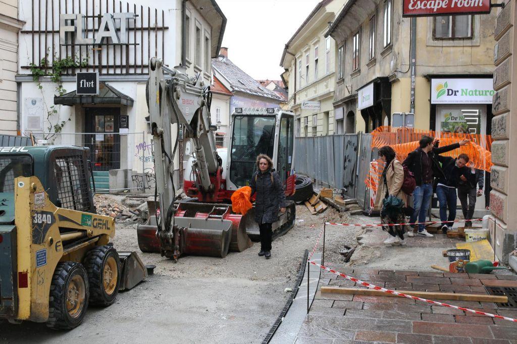 FOTO:Obnova ulic se zajeda v poslovanje trgovcev in gostincev