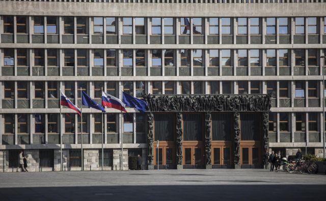 Poslanci bodo pretresali poslansko imuniteto, določeno z ustavo, za spremembo katere pa je potreben širok politični konsenz, ki bo ob strankarsko razdrobljeni sestavi težko dosegljiv. FOTO: Voranc Vogel/Delo