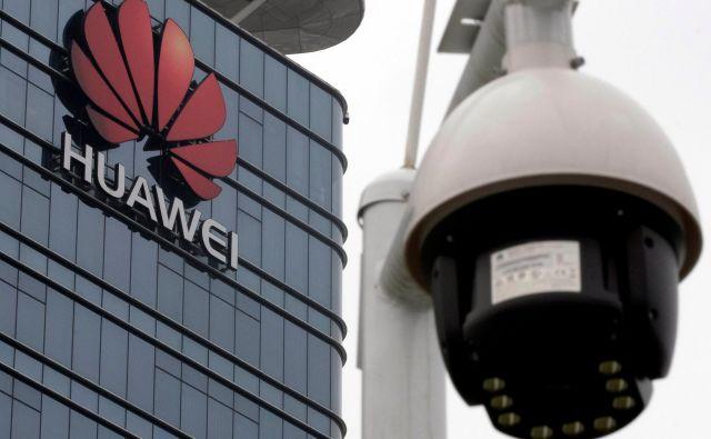 Trump meni, da je Huawei orodje kitajske vlade. FOTO: Tyrone Siu/Reuters