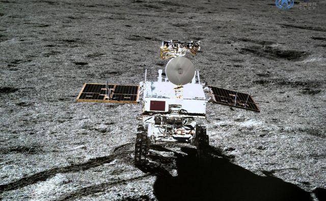 Rover Yutu 2 je znanstvenikom priskrbel nove podatke, ki dodajajo k razumevanju evolucije Lune. FOTO: China National Space Administration (CNSA)/AFP