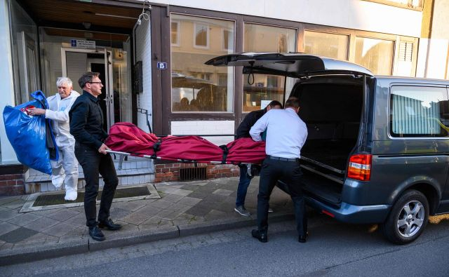 V mestu Gifhorn blizu Hannovra so našli še dve trupli. FOTO: AFP