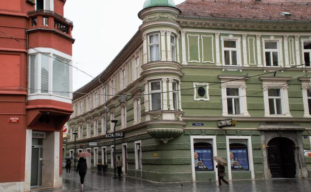Nekdanji prostori Kompasa Celje na Glavnem trgu 1 v središču Celja. FOTO: Brane Piano