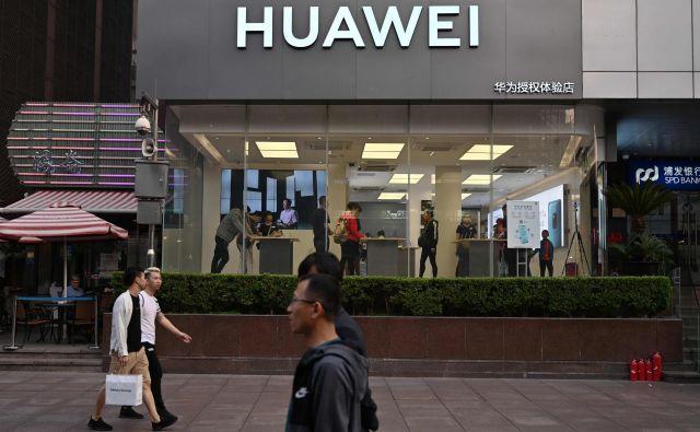 Trumpov ukrep je uperjen predvsem proti kitajskemu telekomunikacijskemu velikanu Huawei. FOTO: AFP