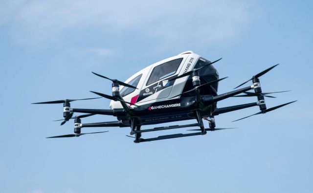 Po svetu trenutno poteka 20 projektov letečih vozil. FOTO: AFP