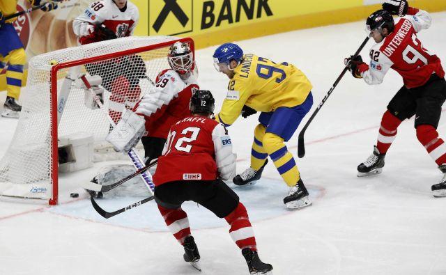 Gabriel Landeskog je na svoji prvi tekmi tega prvenstva hitro zabil vodilni gol. FOTO: Reuters