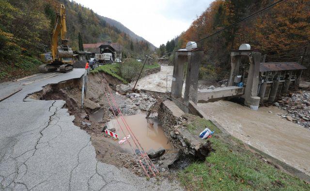 Pri nas večjo škodo povzročijo poplave in plazenje tal. FOTO: Dejan Javornik