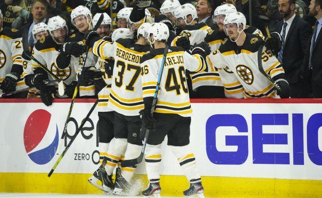 Hokejisti Bostona se vračajo v finale lige NHL. FOTO: Reuters