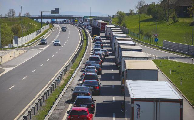 Zaradi vzdrževalnih del bo promet oviran. FOTO: Jože Suhadolnik/Delo